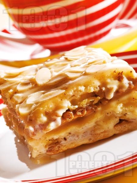 Домашна бисквитена торта с орехи и стафиди - снимка на рецептата